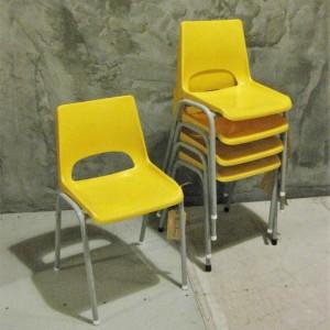 Vintage kinderstoeltje geel 1