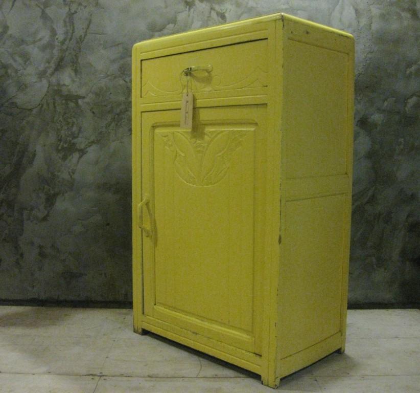 art deco kast geel 3