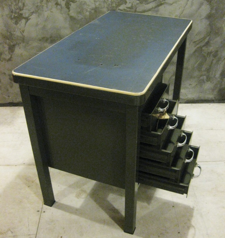 Vintage stalen bureau pakhuis frankrijk for Bureau retro